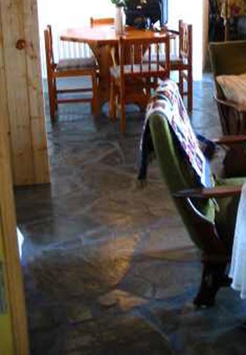 Agnadreena_cottage_interior[1]